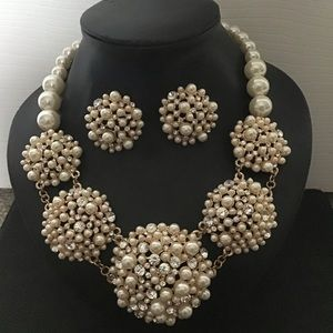 Faux Pearl Necklace Set